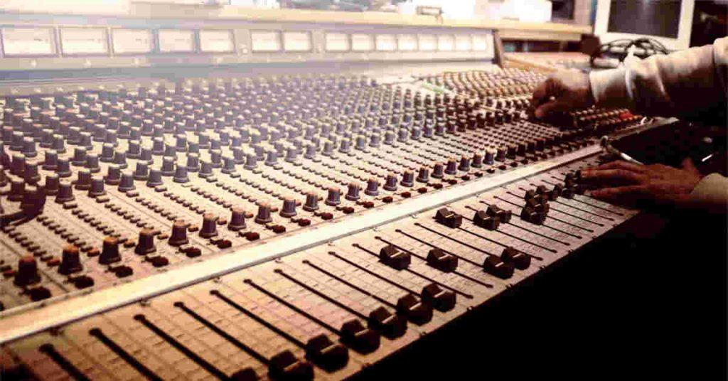 studio-drum-recording-mixer