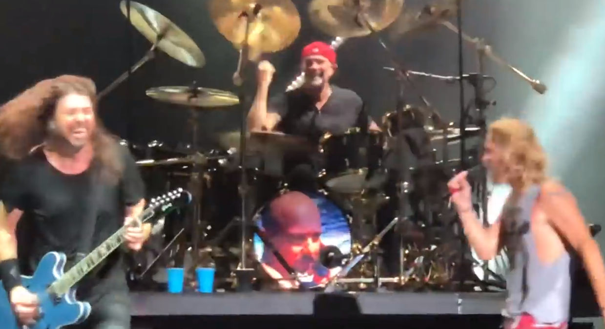 Chad Smith Drumming With Foo Fighters