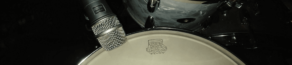 Microphone on snare drum