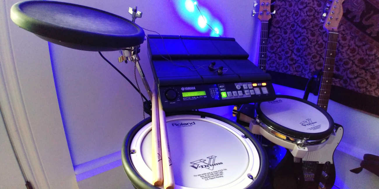 Roland Yamaha small electronic drum set